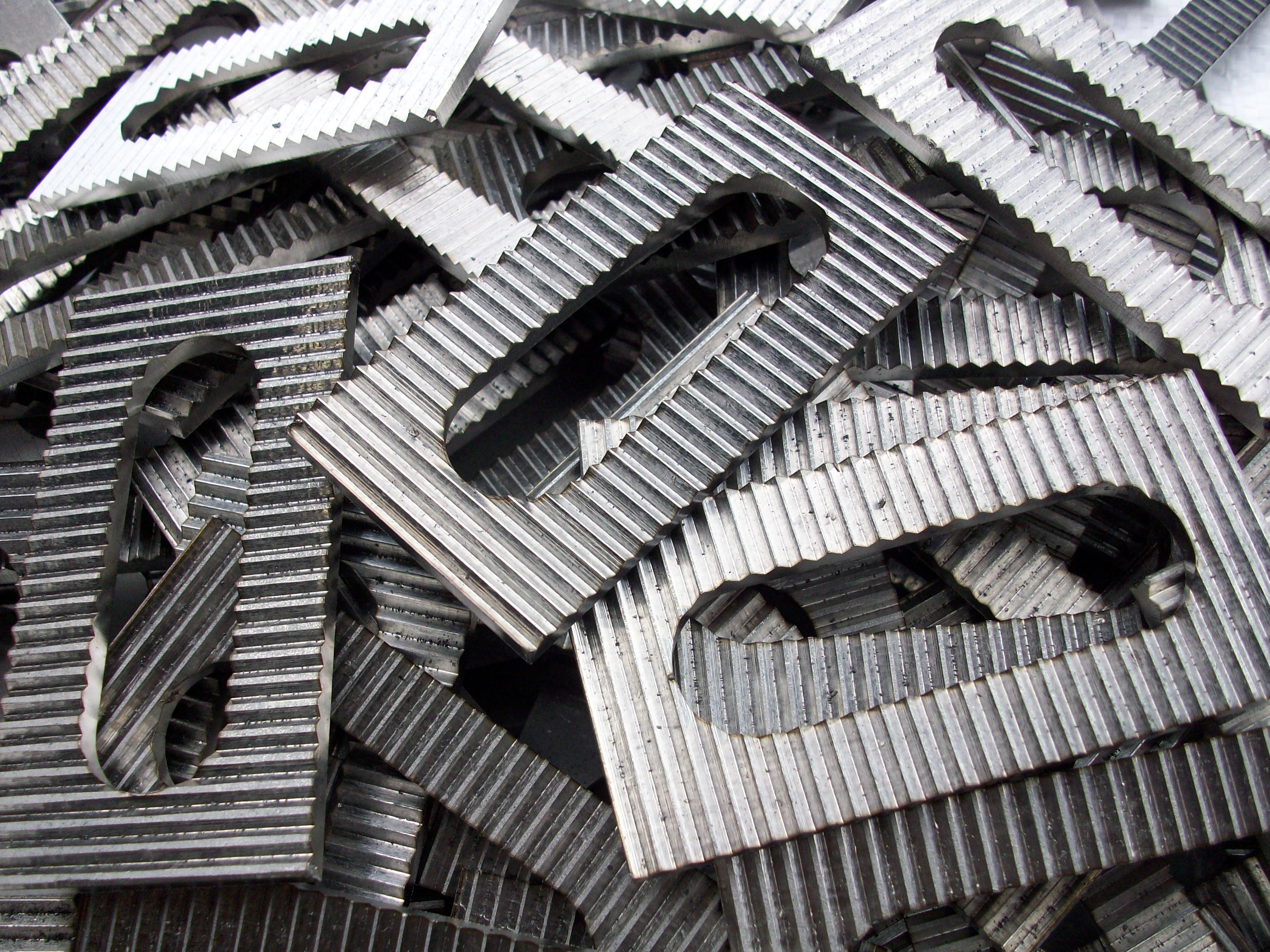 Stainless steel serrated pads